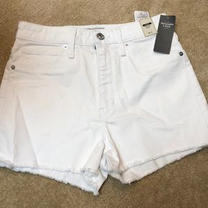 White new with tag high rise short